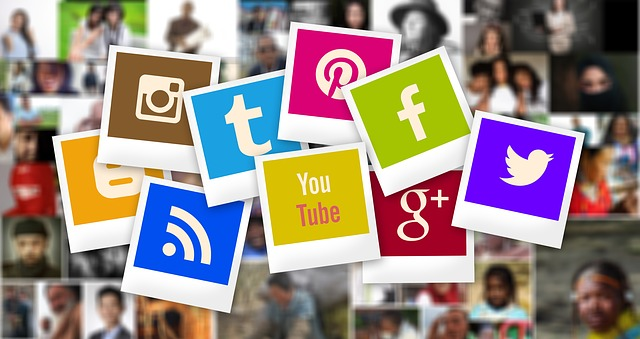 Imagen decorativa con logos redes sociales